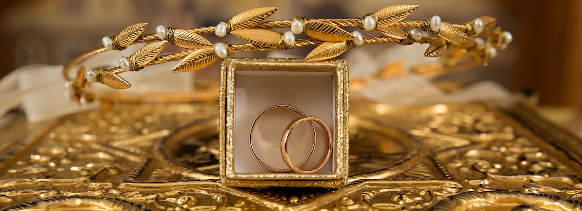 Gold engagement rings representing the gold return calculator.
