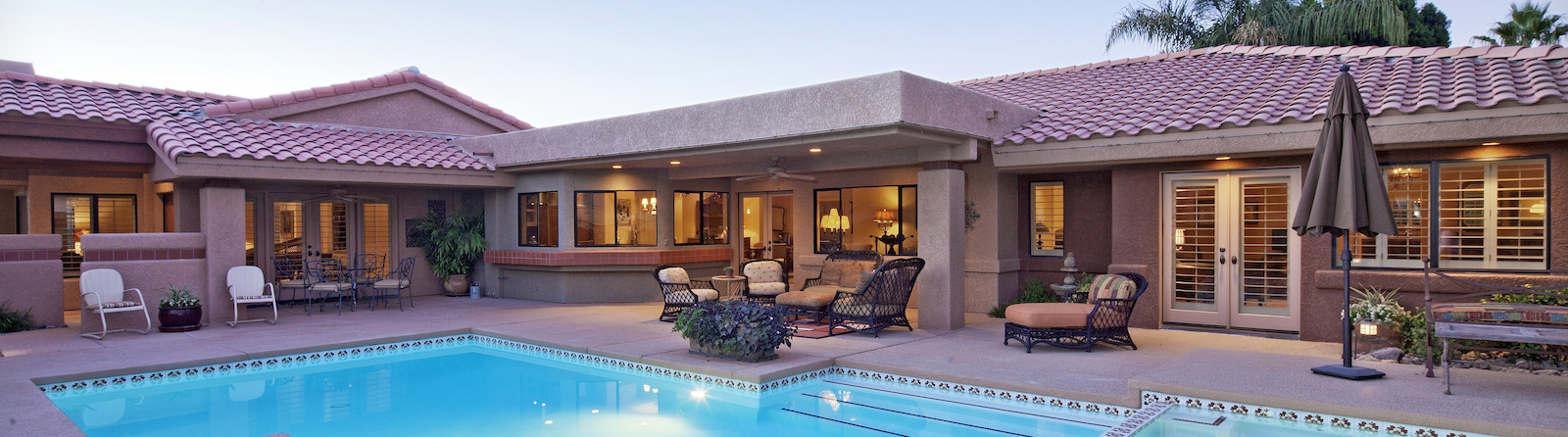 Villa with a pool and hot tub and poolside furniture