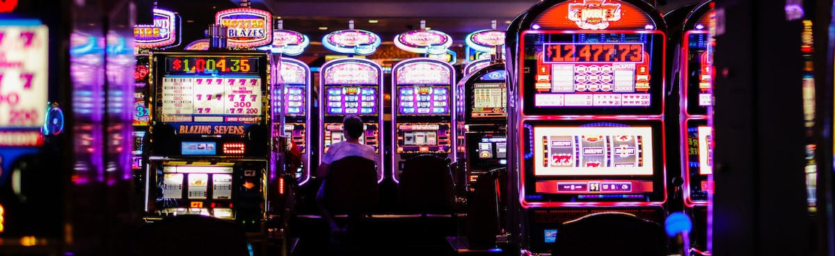Person sitting at slot machine to illustrate Kelly Criterion gambling